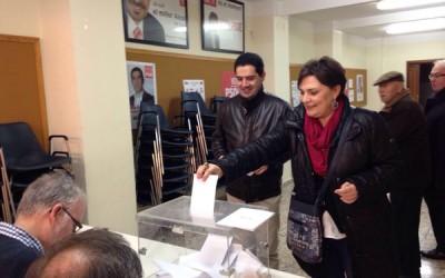 Votando el acuerdo de investidura de Pedro Sanchez