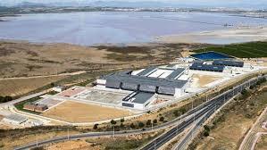 El PSOE pide en el Congreso aumentar la producción de agua de la desalinizadora de Torrevieja e incrementar su subvención por la sequía