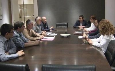 Los representantes de los trabajadores de Hidro Nitro se reúnen con las portavoces de Energía e Industria